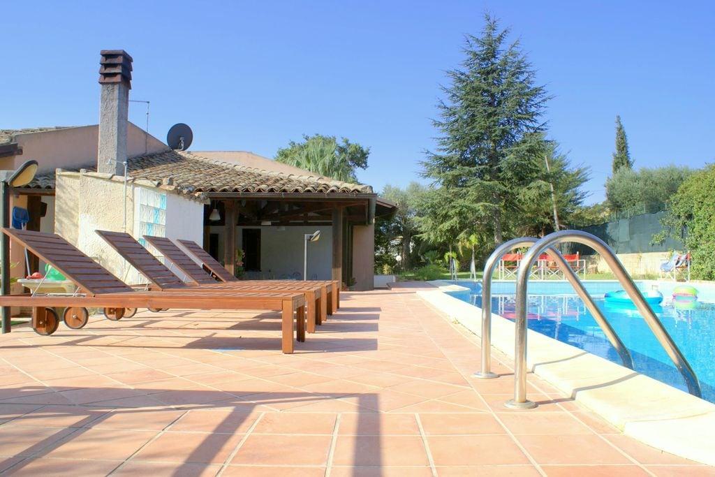 Caltagirone- Villa met zwembad  met wifi te huur