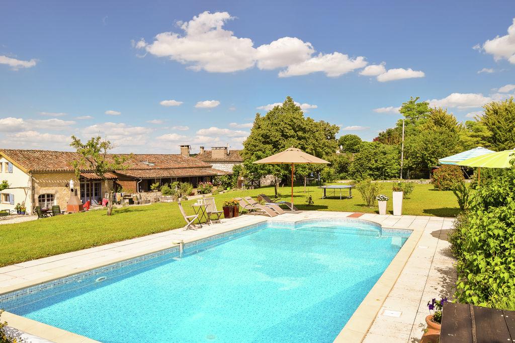 Karakteristieke boerderij met zwembad midden op het Franse platteland. - Boerderijvakanties.nl