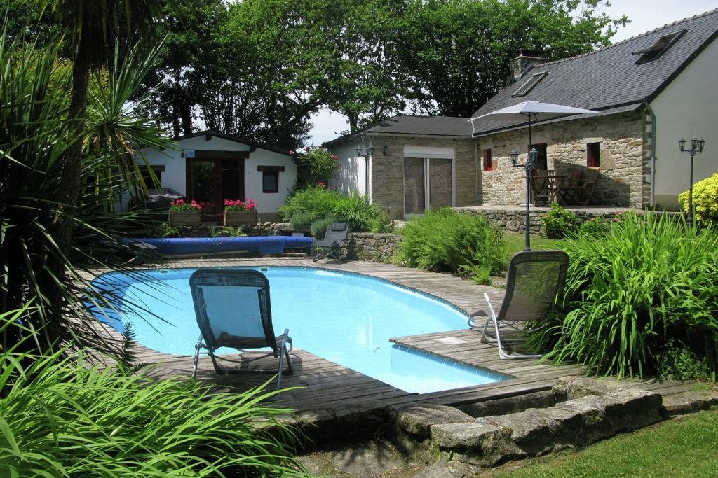 Vrijstaand huis met goed onderhouden, omheinde tuin met privé zwembad. - Boerderijvakanties.nl