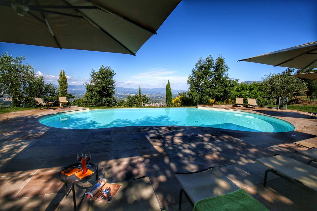 Vakantiewoning met heerlijk zwembad in de heuvels van het Valdarno Arentino - Boerderijvakanties.nl