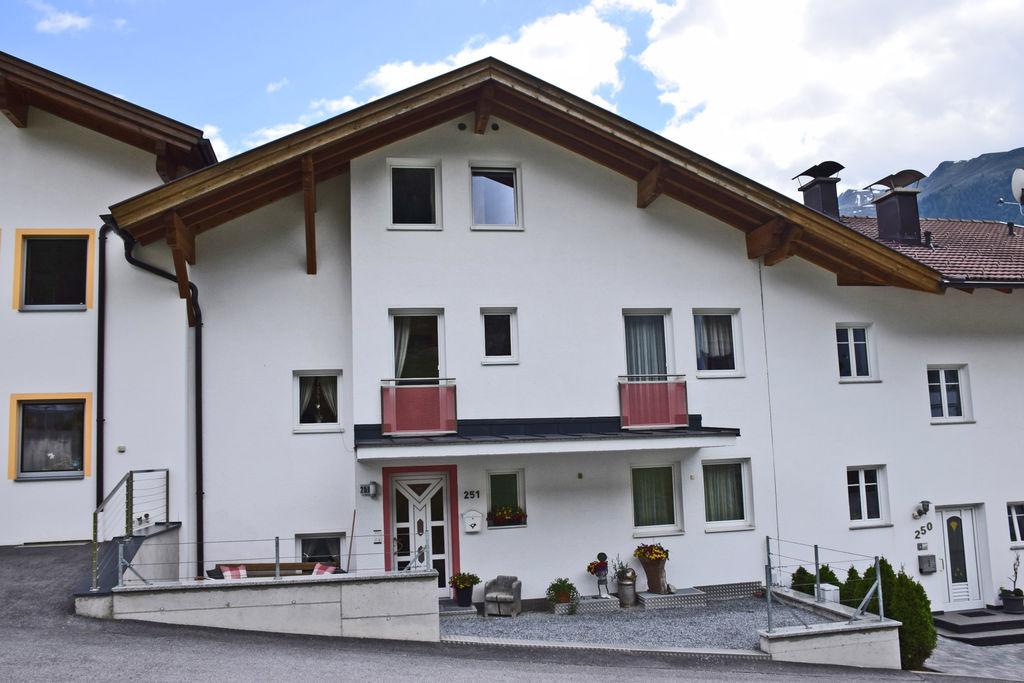 Ruime vakantiewoning in St. Anton am Arlberg met uitzicht - Boerderijvakanties.nl