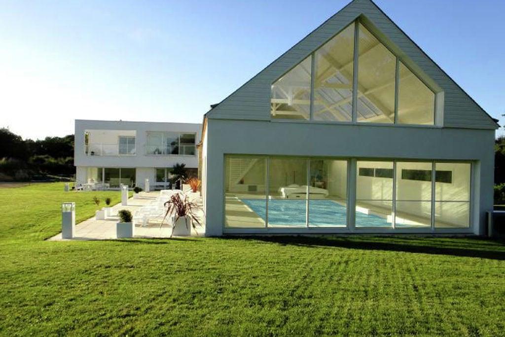 Luxe villa met grote tuin, overdekt privé zwembad en sauna - Boerderijvakanties.nl