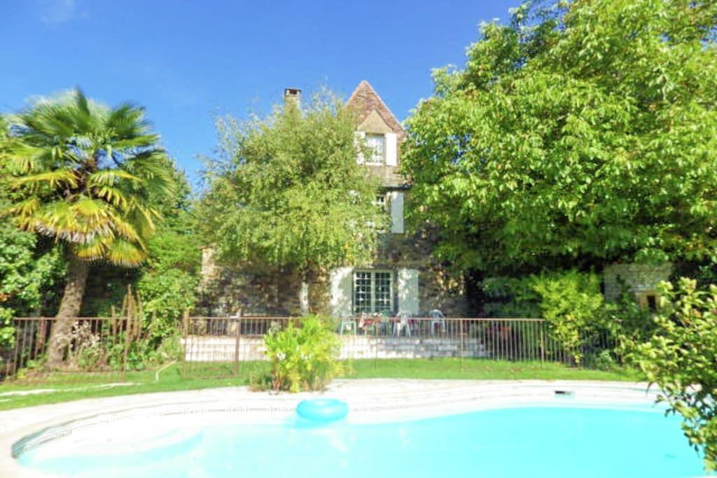 Schilderachtige vakantiewoning in Dordogne met poolhouse - Boerderijvakanties.nl