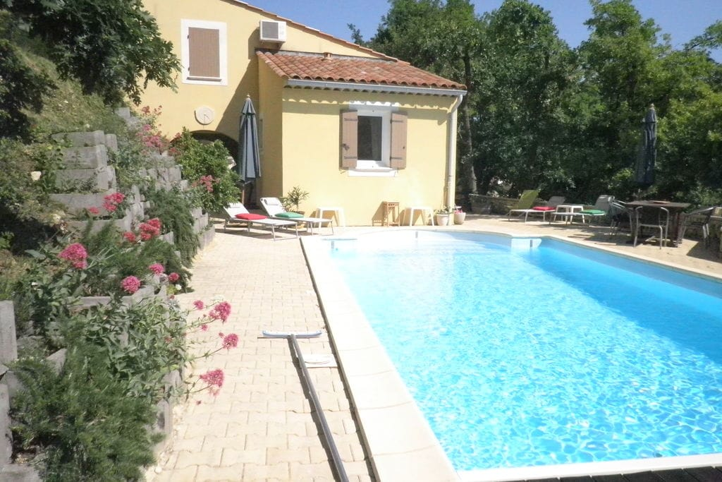 Saint-Paul-Trois-Chateaux- Villa met zwembad  met wifi te huur