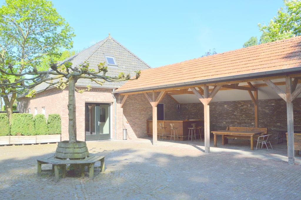 Ruim vakantiehuis nabij de Loonse en Drunense Duinen, met overkapte binnenplaats en tuin - Boerderijvakanties.nl