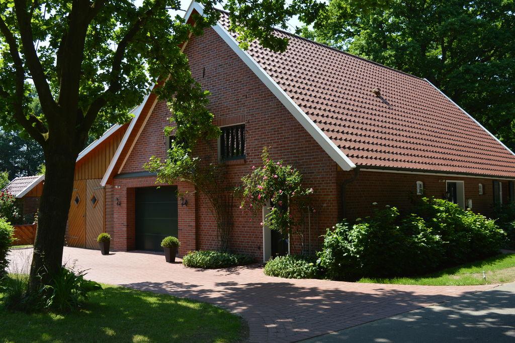 Vrijstaand landhuis in het Oldenburger Münsterland met kachel, terras en tuin - Boerderijvakanties.nl