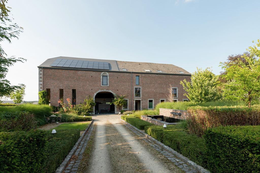 Prachtig karakteristiek vakantiehuis met jacuzzi nabij Marche-en-Famenne - Boerderijvakanties.nl