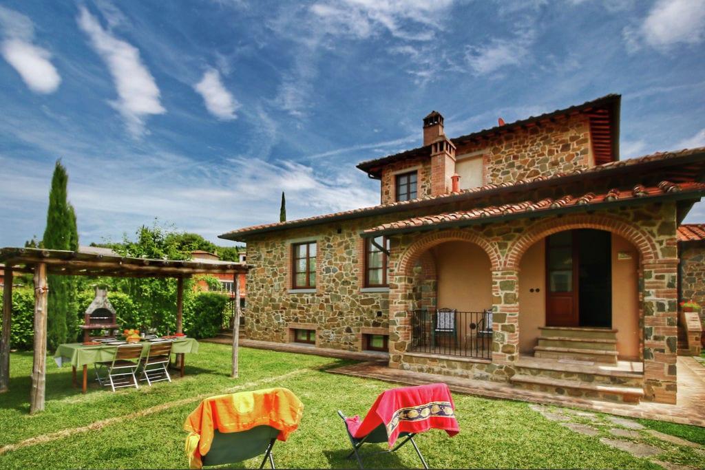 Appartement in Toscaanse stijl met uitzicht op de heuvels en dichtbij een dorpje - Boerderijvakanties.nl