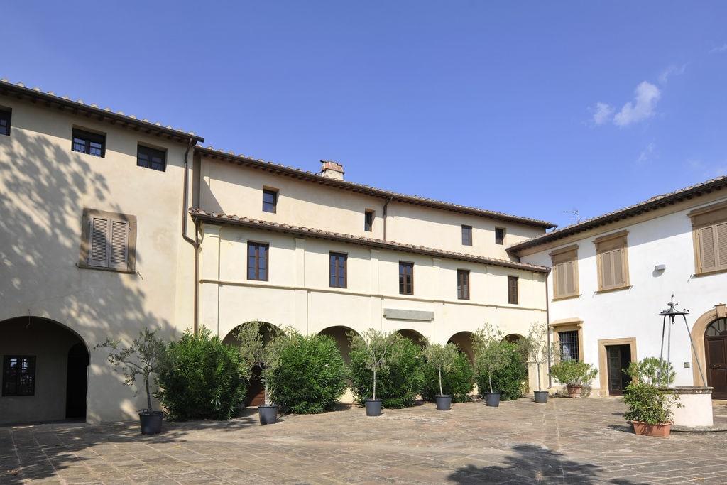 Peccioli- Appartement met zwembad  met wifi te huur