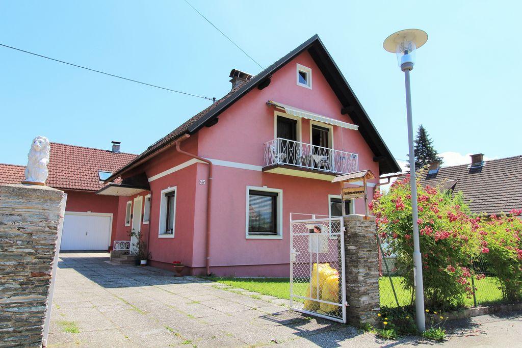 Gezellige vakantiewoning in Karinthië met een balkon en tuin - Boerderijvakanties.nl
