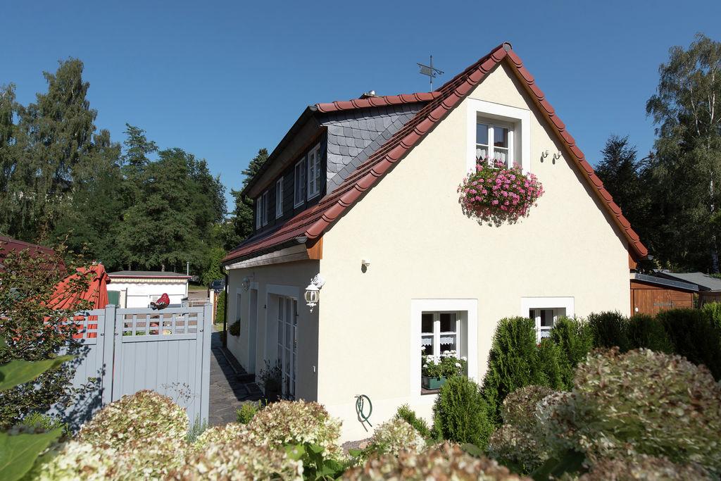 Onder momumentenzorg staande, comfortabele vakantiewoning met haard en terras in Saksen. - Boerderijvakanties.nl