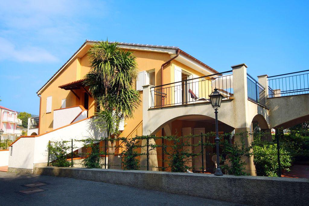 San-Bartolomeo-al-Mare-(imperia)- Appartement met zwembad  met wifi te huur