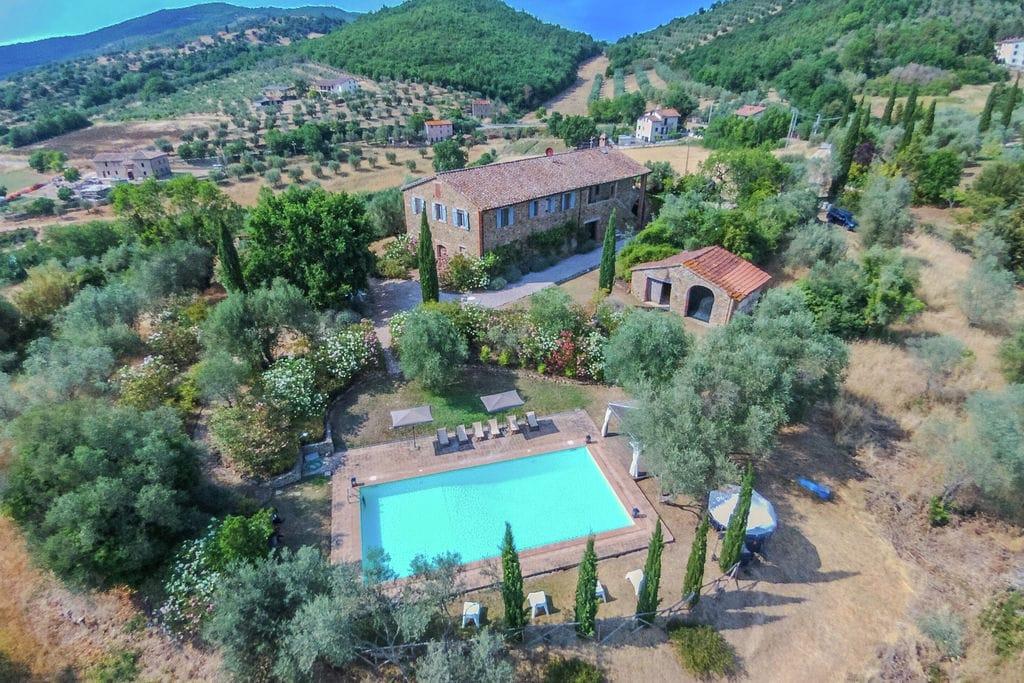 Agello- Villa met zwembad  met wifi te huur