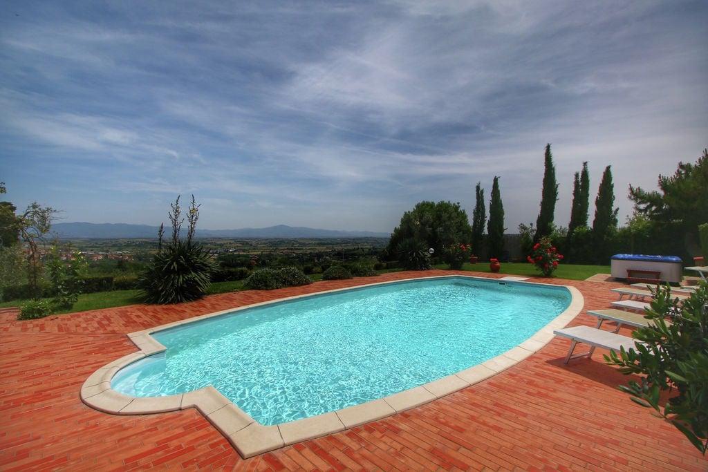 Ruime villa in de Chiana-vallei in Toscane met zwembad - Boerderijvakanties.nl