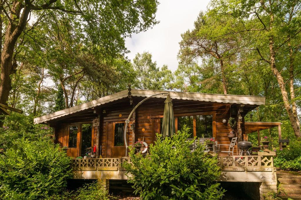 Eenvoudig vakantiehuis op privé-eiland van 5000m2 bereikbaar per roeiboot/pondje - Boerderijvakanties.nl