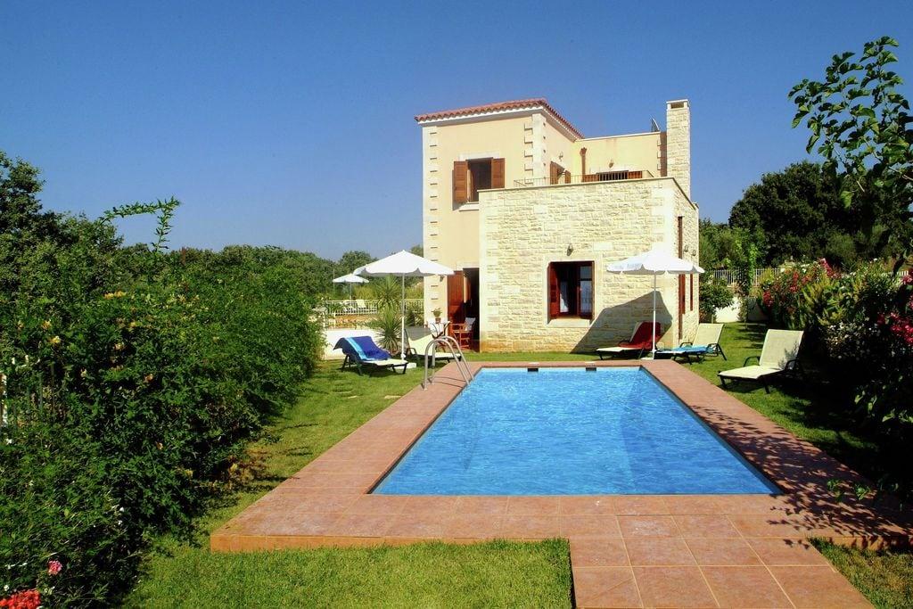 Prachtige villa met privé zwembad, in leuk dorpje dichtbij strand Rethymnon, NW - Boerderijvakanties.nl