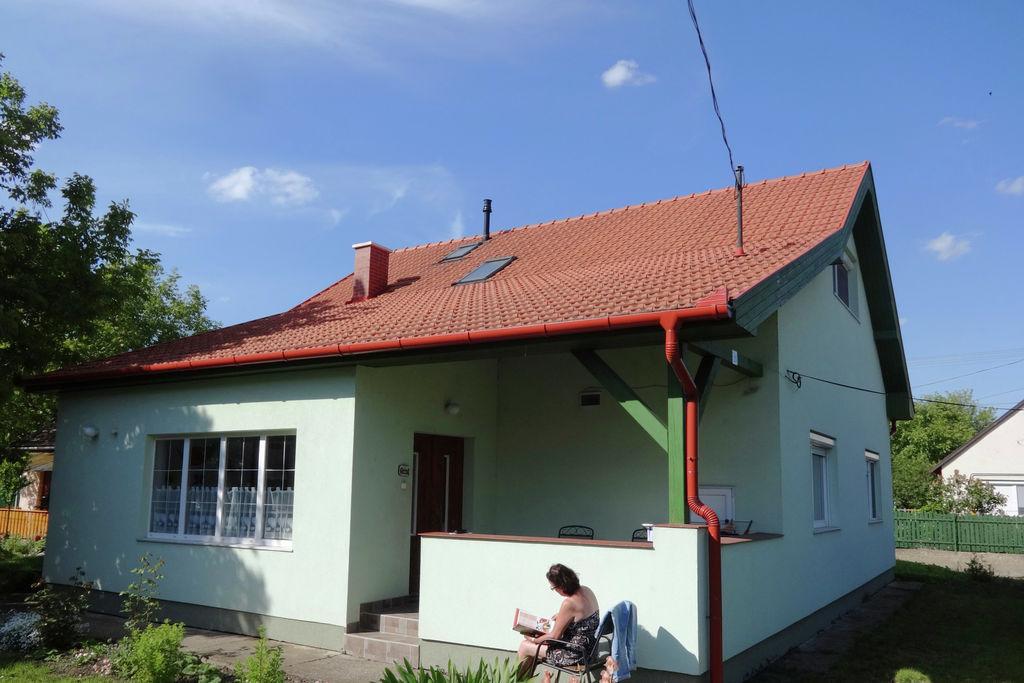 Vakantiewoning huren in  Hongarije -  nabij Strand met wifi  voor 8 personen  Het huis ligt op 200m van het cent..