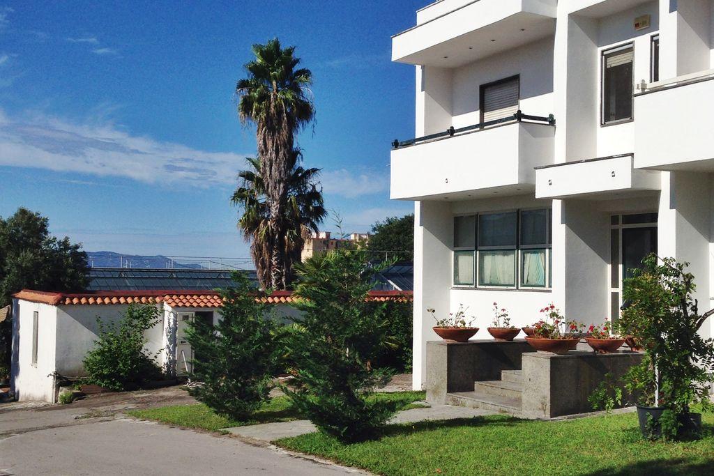 Appartement huren in Trecase -   met wifi  voor 12 personen  Appartement Vesuvio ligt in het Pa..