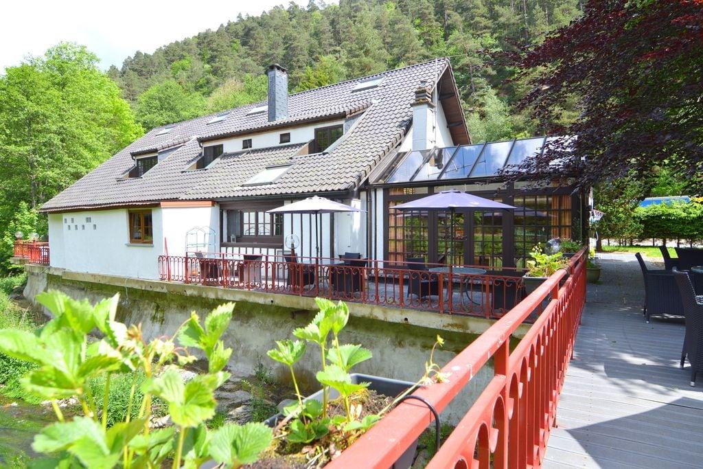 Luxe groepswoning met sauna, jacuzzi, zonnebank en privé-badkamers, aan de Salm - Boerderijvakanties.nl