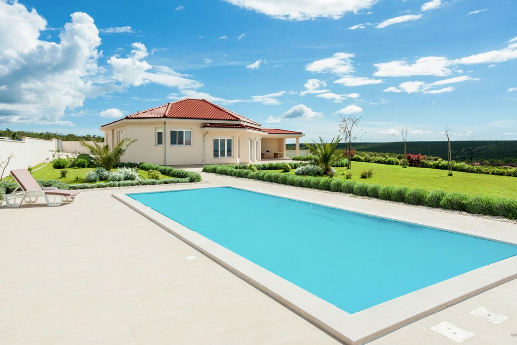 Vrijstaande comfortabele villa met privé zwembad vlak bij Sukošan en het strand - Boerderijvakanties.nl
