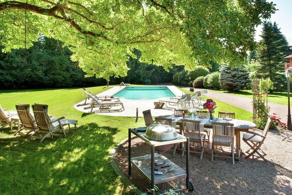 Ispra- Villa met zwembad  met wifi te huur