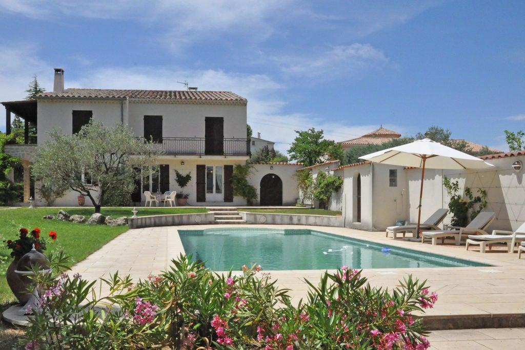Villa met privézwembad, grote tuin en prachtig uitzicht op de Mont Ventoux - Boerderijvakanties.nl