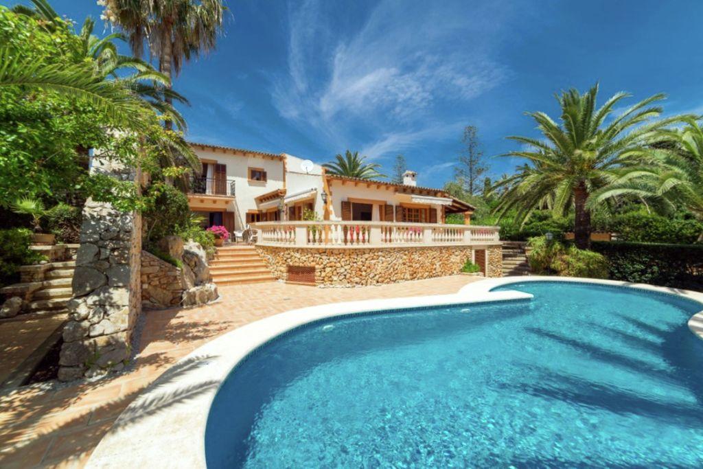 Villa gelegen in de eerste lijn van het strand op het eiland van Mallorca - Boerderijvakanties.nl