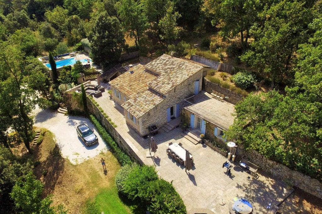 Stenen villa in de Provence met uitzicht op het platteland - Boerderijvakanties.nl