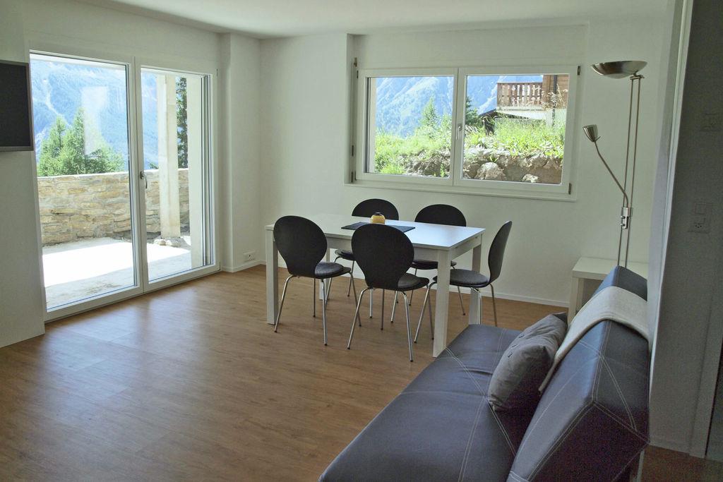 Prachtig appartement in Rosswald met balkon en skiberging - Boerderijvakanties.nl
