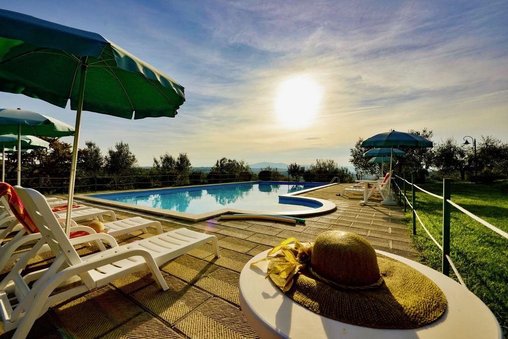 Rustieke vakantiewoning in Città della Pieve met zwembad - Boerderijvakanties.nl