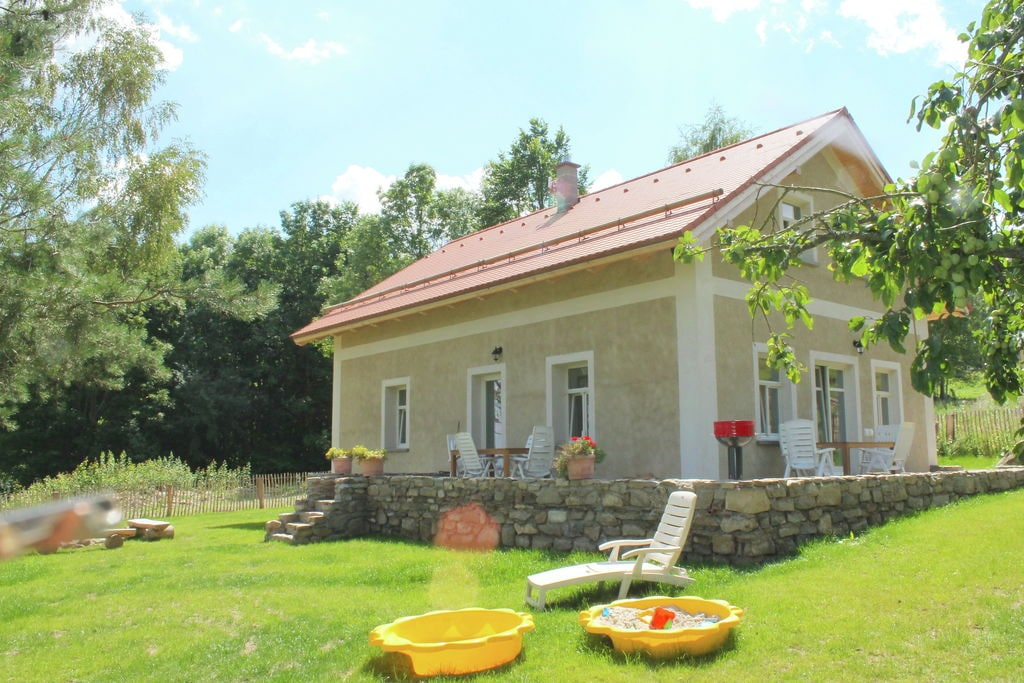 Vrijstaande vakantiewoning in Milíre met prachtig uitzicht - Boerderijvakanties.nl
