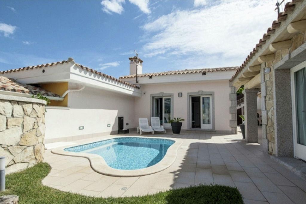 Castiadas- Villa met zwembad  met wifi te huur