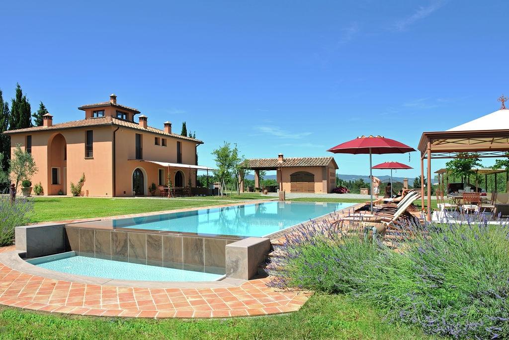Peccioli- Villa met zwembad  met wifi te huur