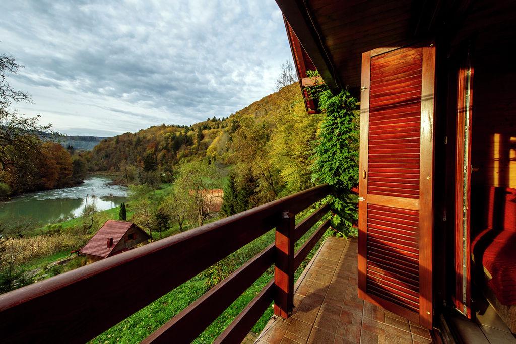 Vrijstaand chalet met een prachtig uitzicht op de rivier Kupa vallei - Boerderijvakanties.nl