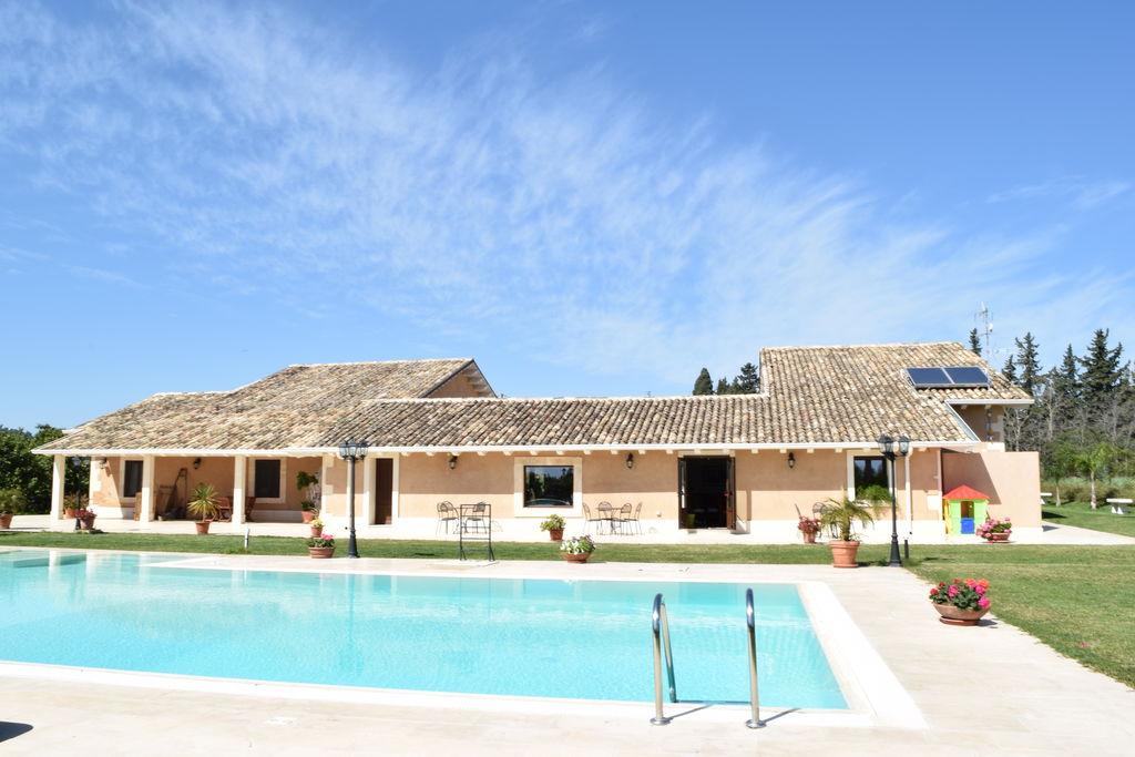 Siracusa- Vakantiewoning met zwembad nabij Strand met wifi te huur