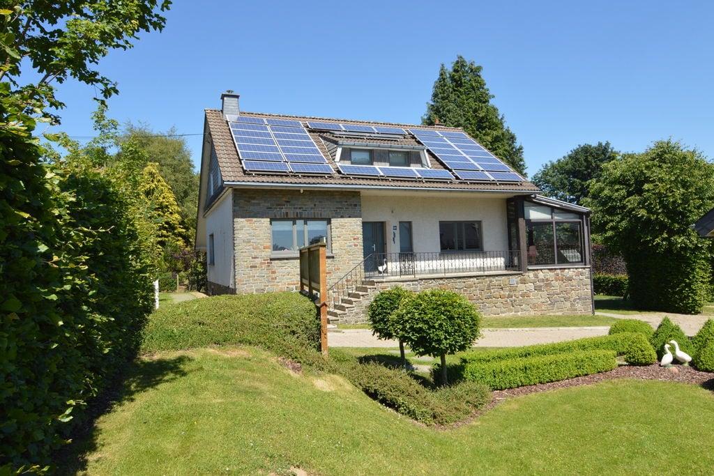 Ruime villa in Butgenbach dicht bij het meer - Boerderijvakanties.nl