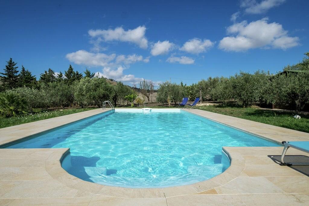 Appartement in bijgebouw met zwembad midden op het Siciliaanse platteland - Boerderijvakanties.nl