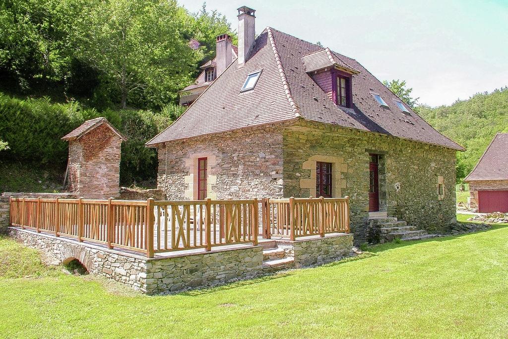 Authentieke cottage met zwembad (12x6) aan een rivier midden in de natuur. - Boerderijvakanties.nl