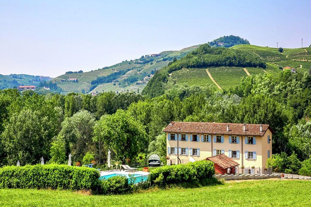 Santo-Stefano-Belbo- Vakantiewoning met zwembad  met wifi te huur