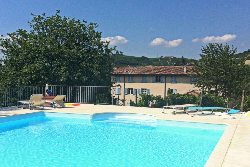 Vakantiehuis Santo Stefano Belbo 0 slaapkamers met zwembad nabij Strand met wifi