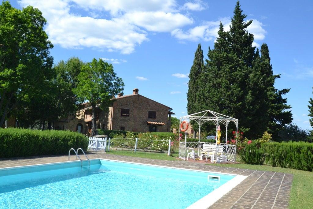 Ruime vakantiewoning in Alberi met een privézwembad - Boerderijvakanties.nl