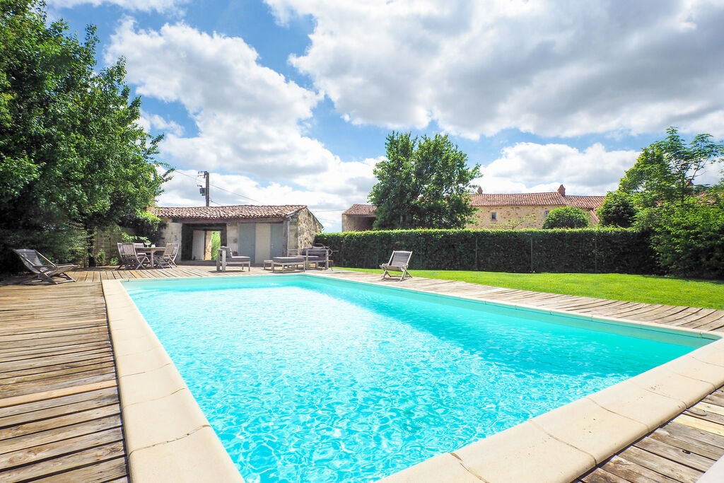 Sfeervolle vakantiewoning met omheind privézwembad en poolhouse in de Vendée - Boerderijvakanties.nl
