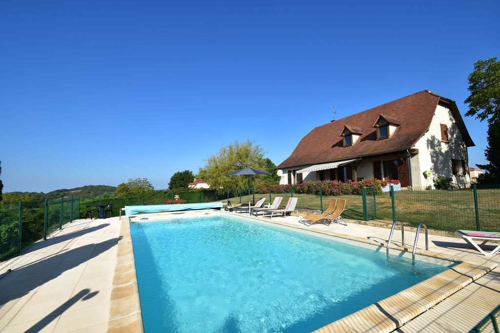 Comfortabele villa vlakbij Rocamadour, (omheind) privézwembad, prachtig uitzicht - Boerderijvakanties.nl