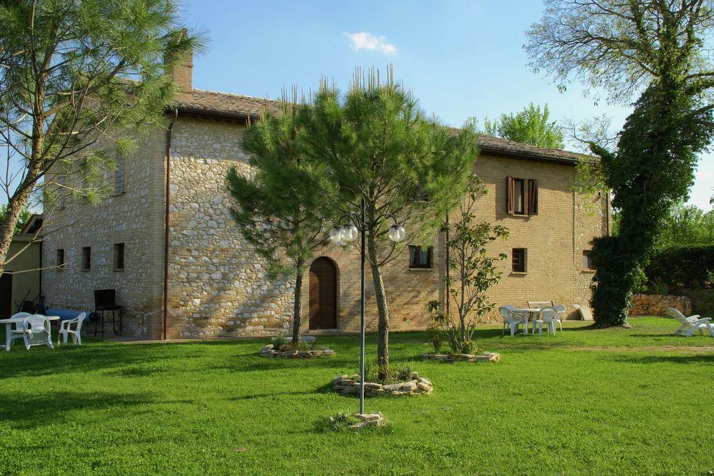 Foligno- Villa met zwembad  met wifi te huur