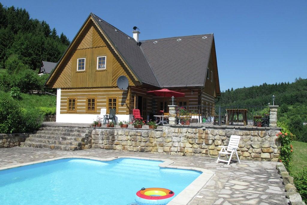 Comfortabele villa met privézwembad in heuvelrijk landschap van Stupna - Boerderijvakanties.nl