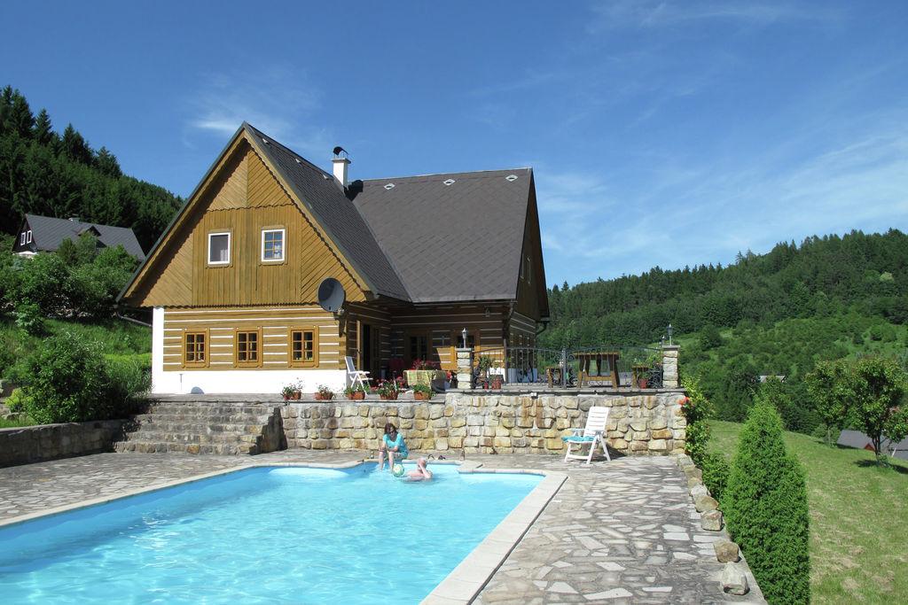 Vakantiehuis met zwembad in het Reuzengebergte