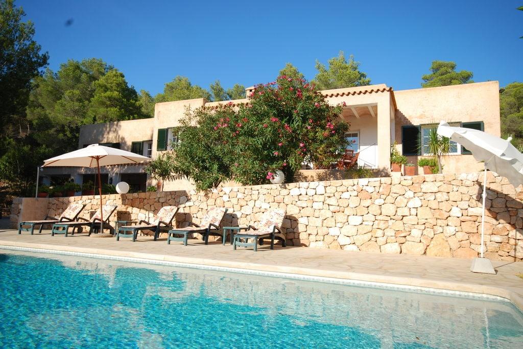Vrijstaande villa op Ibiza met geweldig uitzicht op de heuvels en met jacuzzi - Boerderijvakanties.nl