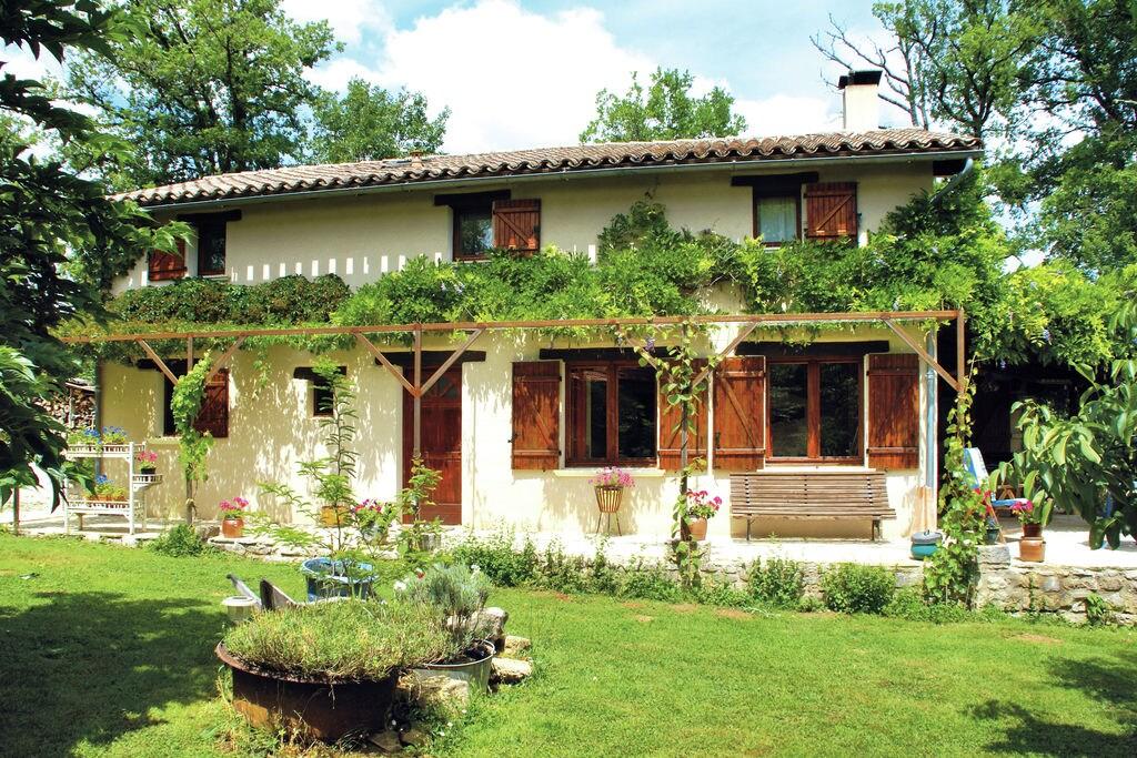 Vredig vakantiehuis in Parisot, aan het meer gelegen - Boerderijvakanties.nl