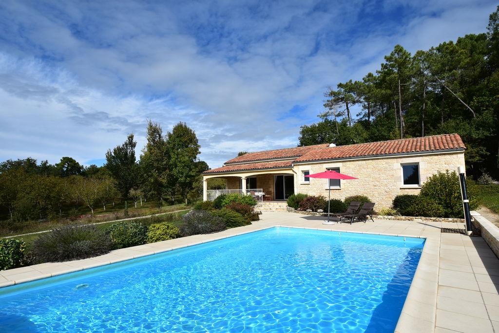 Vakantiehuis in Montcléra, met zonnige tuin, speeltoestellen en privézwembad - Boerderijvakanties.nl
