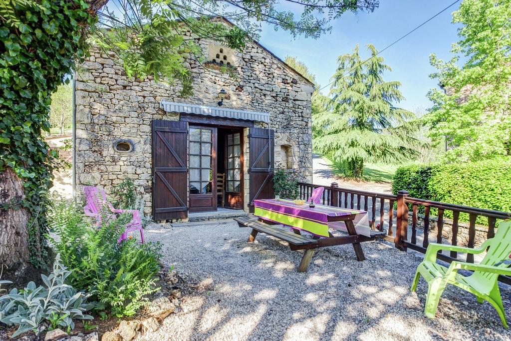 Karakteristiek vakantiehuis in Prats-du-Périgord met heerlijk zwembad - Boerderijvakanties.nl